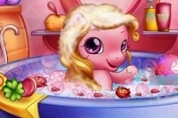Baby Pony fa il Bagnetto